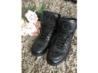 * AUTHENTIC* Gucci trainers size 7