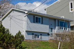 90 Shore Rd - Unobstructed direct views of the harbour!