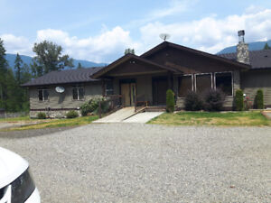 Large Shuswap Country Home