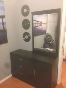 5 piece bedroom set ,1 year old basically brand new