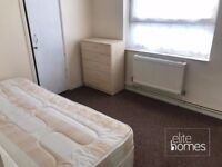 Fantastic Location 3 Bedroom Mansotte In London, N1, 2 minute walk to Haggerston overground station.