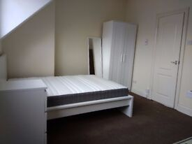 Self-contained furnished room bedsit in Wellington Ave, Montpelier available now