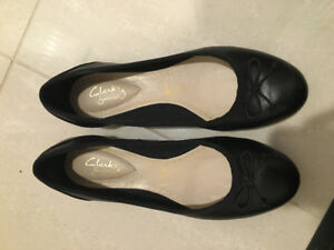 Like New Clarks Flats Size 5 (Size 35)
