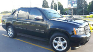 2011 Chevrolet Avalanche LT Pickup Truck - Low km's