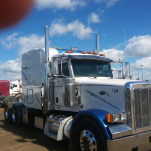 2005 Peterbilt 378 sleeper truck