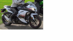 Kawasaki Ninja 250: great condition! Used only a little