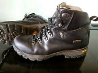 Leather walking boots. Size 8