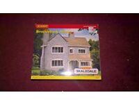 Hornby 00 Gauge Skaledale R8549 Brocklebank House in Box