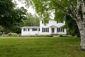 22 Anderson St- 5 Bedroom House Available Now, Renovated!