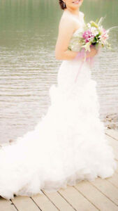 ***BEAUTIFUL size 4 WEDDING GOWN**