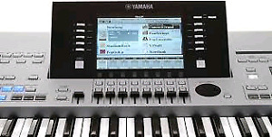 Yamaha Tyros 4 with hard case 1gb and lots of styles midis
