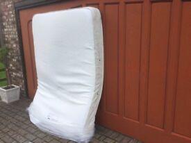 5ft Kingsize memory foam pocket sprung mattress.