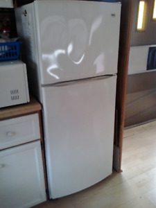 SMALL FRIDGE - LIKE BRAND NEW