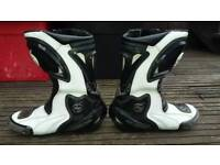 Swift race boots size 7