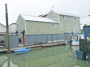 FLOAT HOME WITH BOAT FOR SALE