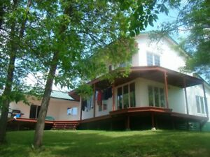 Wow-Borde de l'eau pas cher-Great Deal on Waterfront Home!
