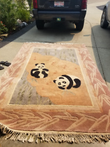 6X9 WOOL PANDA RUG EXCELLANT CONDITION