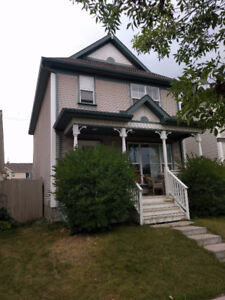 Single House Close to Shopping, School, Gym and more!