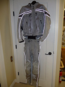 OLYMPIA MOTO SPORTS SILVER RIDING SUIT SIZE 32