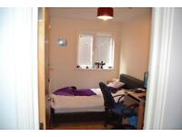3 bedroom flat in City Road, Roath, Cardiff, CF24