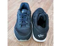 Nike size 5 black