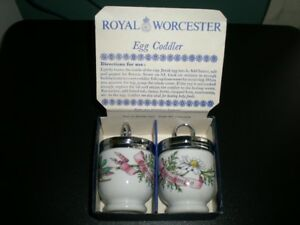VINTAGE BOXED PAIR OF ROYAL WORCESTER EGG CODDLERS