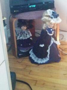 Deux poupée de porcelaine époques victorienne les deux pour 30$