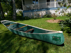 17 foot Radisson cargo canoe with flat back in great condition (