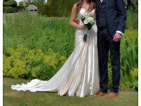 Diane Harbridge Wedding Dress - Size 8, Good condition, worn once, Beautiful Champagne colour