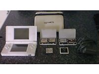 V.GOOD CONDITION , NINTENDO DSI + 40 GAMES