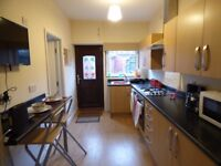 GREAT EN SUITE DOUBLE ROOMS IN STAVELEY!!