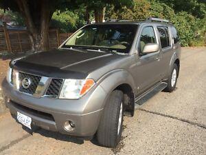 2005 Nissan Pathfinder LE