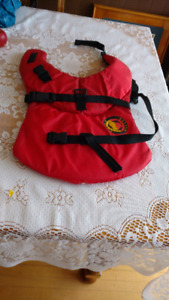 Life jacket life jacket for medium dog berely used  red in colo