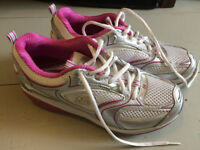 Sketchers trainers size 5