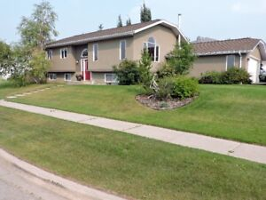 Hinton,AB- Well maintained great family home with 5 bdr,2 bath,