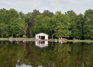 WATERFRONT ALL SEASON 6 BDRM/2 BRM COTTAGE/ HOUSE on PIGEON LAKE