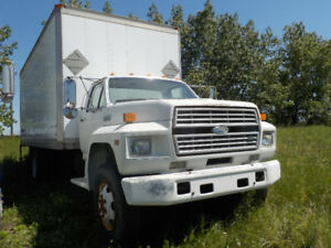 1989 FORD F600 TRUCK WITH 20 FOOT VAN BODY
