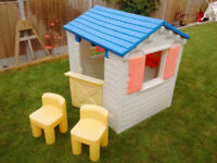 Little Tykes Playhouse Wendyhouse with chairs