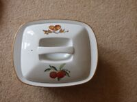 Evesham Gold trim Casserole Dish with Lid in good condition