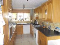 Complete Kitchen - Oak Shaker - Schriber - with appliances and worktops