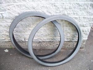 Deux pneus neufs pour fauteuil roulant - chaise roulante