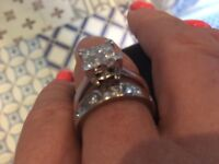 STUNNING DIAMOND RINGS 18CT WHITE GOLD AND APPROX 1.8 CT OF CLEAR SPARKLY DIAMONDS