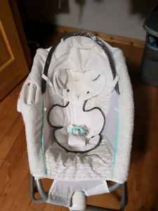 Fisher price delux lamb rock n play