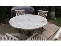 Round table and 4 chairs with 4 seat cushions