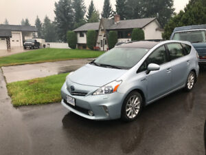 2012 Toyota Prius v Touring & Technology package