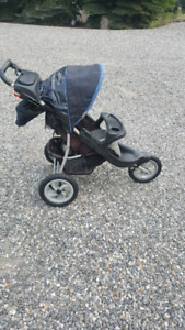 3 wheel Graco jogging stroller in great condition