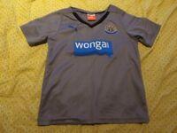 5-6yr Newcastle United away football top, pet and smoke free home