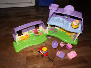 Maison mauve Fisher Price