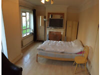 Huge double / twin available now, opposite to Roehampton Uni, 7min walk to barnes train, in Putney