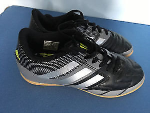 Chaussures Soccer size 2